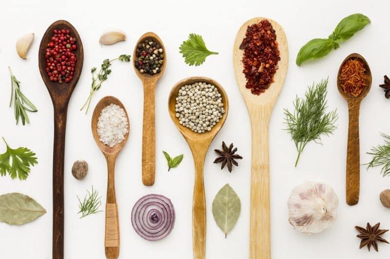 plantes et épices ayurvédiques